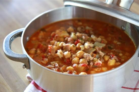 Sopón de Patitas de Cerdo con Garbanzos  (Trotters & Garbanzo Stew)