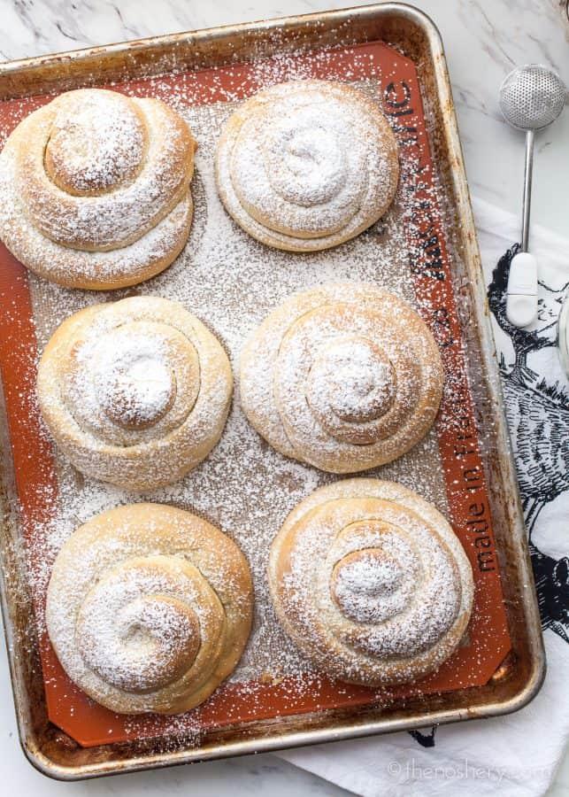 Mallorca Bread: Puerto Rican Sweet Bread Rolls (Pan De Mallorca) | TheNoshery.com