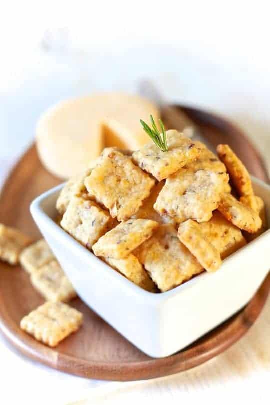 Cheddar, Apple & Rosemary Crackers | TheNoshery.com - @thenoshery