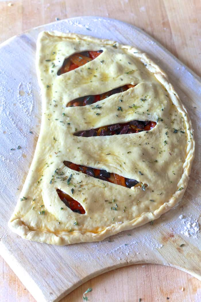 Roasted Red Pepper & Olive Fougasse - TheNoshery.com