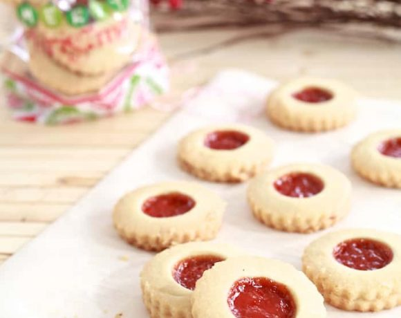 Mantecaditos con Guayaba (Shortbread Almond Cookies with Guava)