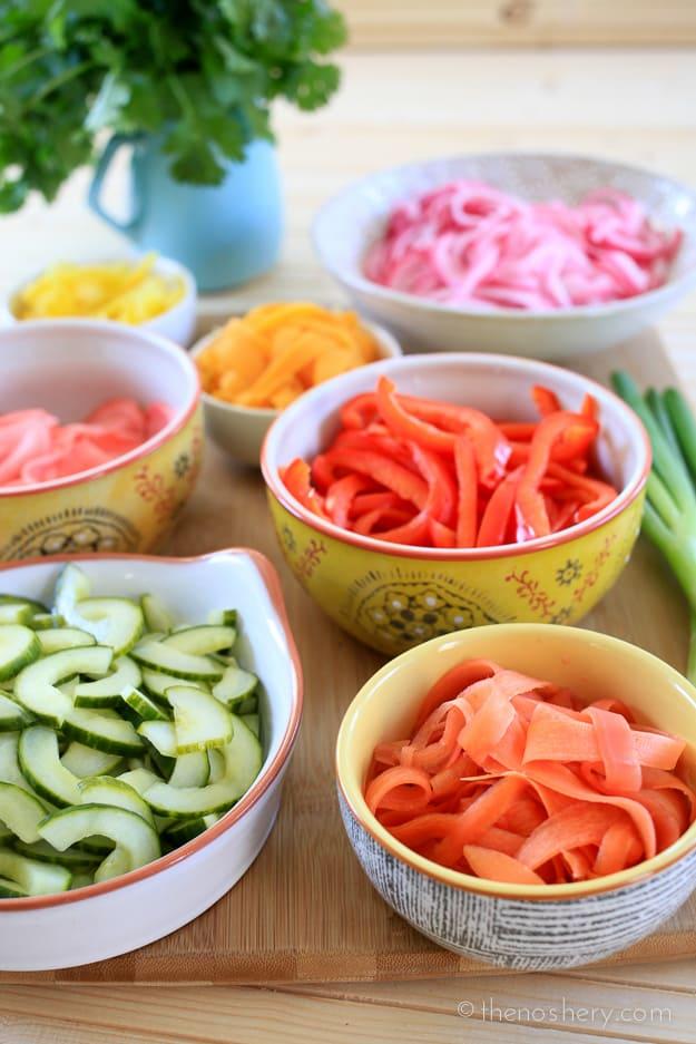 Cold Soba Noodle Salad with Teriyaki Dressing | TheNoshery.com - @TheNoshery #KikkomanSaborLBC