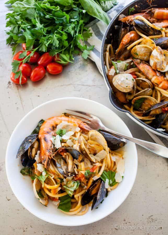 Seafood Pasta (Pasta di Frutti di Mare) | The Noshery