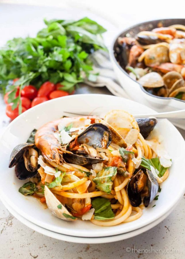 Seafood Pasta (Pasta di Frutti di Mare) | TheNoshery.com