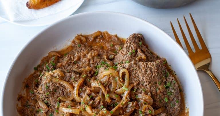Bistec Encebollado (Puerto Rican Steak and Onions) | The Noshery