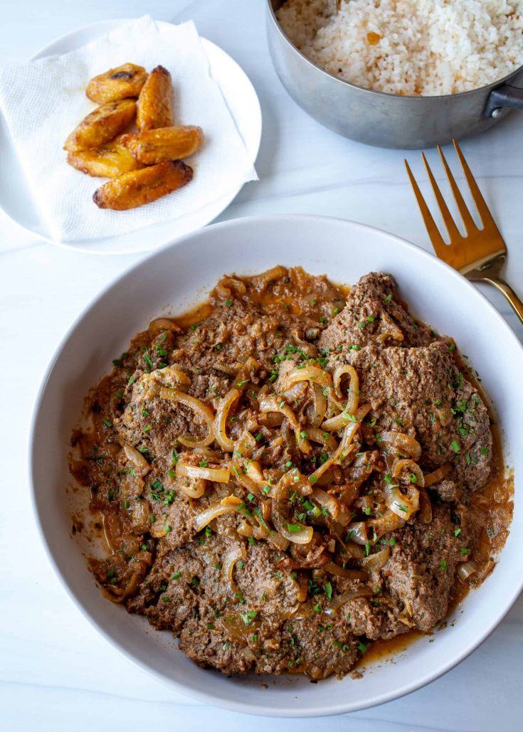Bistec Encebollado (Puerto Rican Steak and Onions) | The Noshery